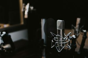18 Best Business Podcasts for Independent Consultants